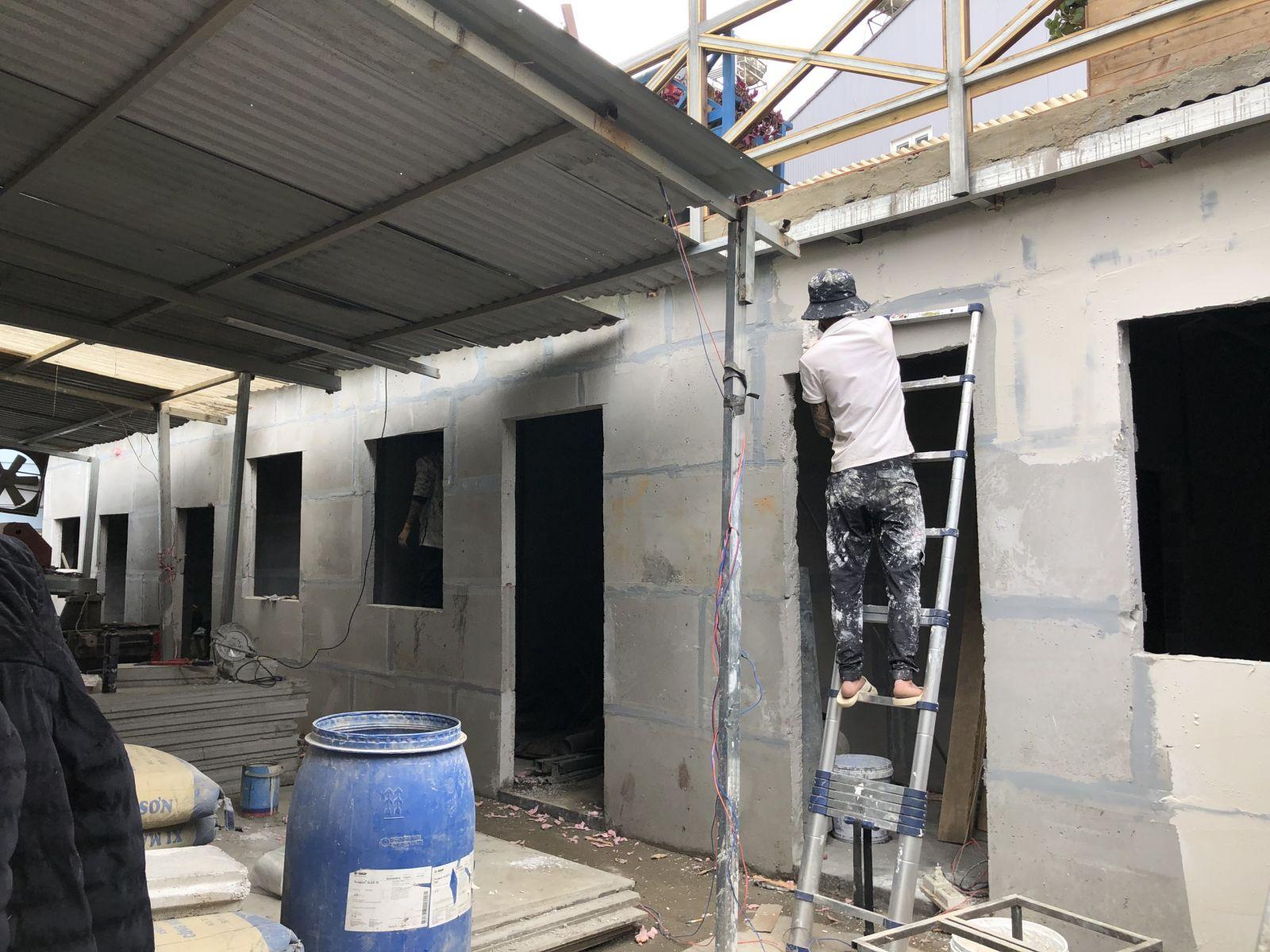 Quá trình bả bột trực tiếp lên tường bê tông nhẹ N-EPS tại Đà Lạt
